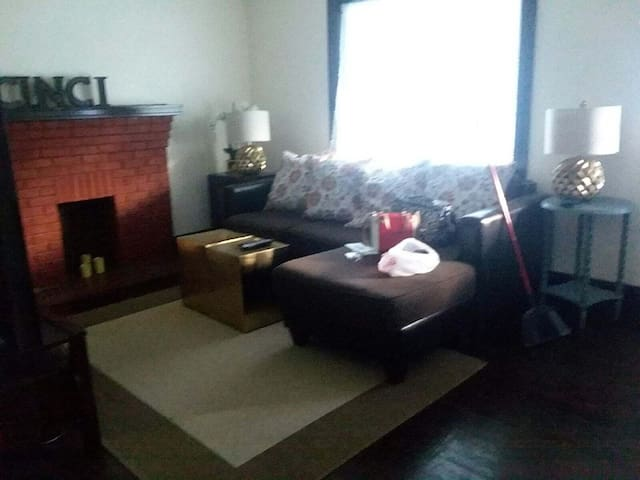 Cozy Home close to downtown and OTR with parking!