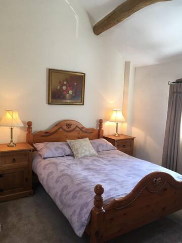 Bed & Breakfast Room for upto 3 guests