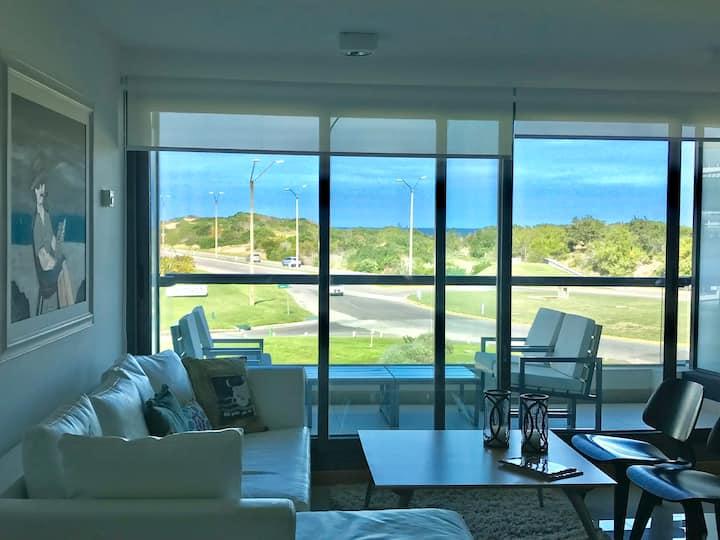 Apartamento con balcón  frente al mar