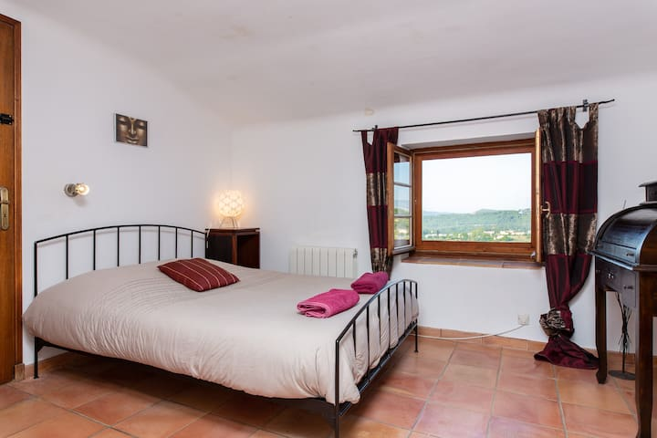 Bedroom 2 with direct to access bathroom and toilets; Western view on the Estérel mountains and surrounding countryside