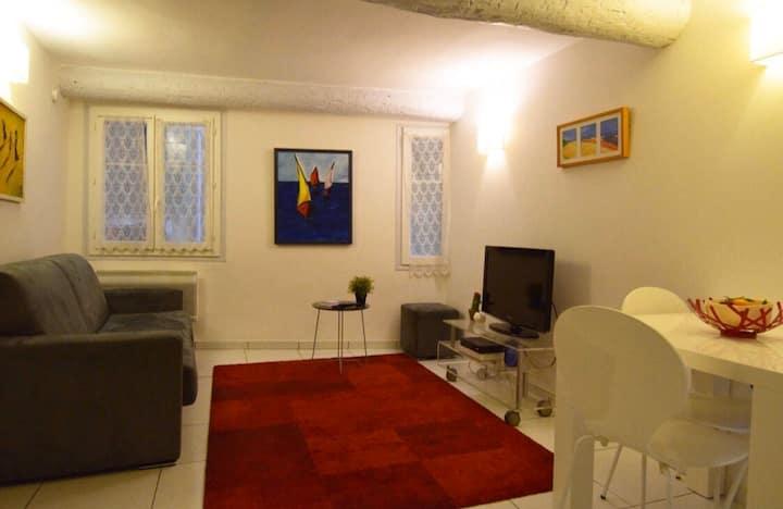Vieux Nice - Place centrale / appartement pour 4
