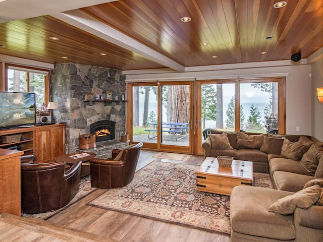 Luxe Lakefront 4BR  w/ Pool & Tennis - Near Skiing