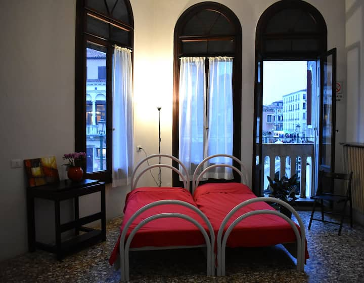 Private Room in the center of Venice