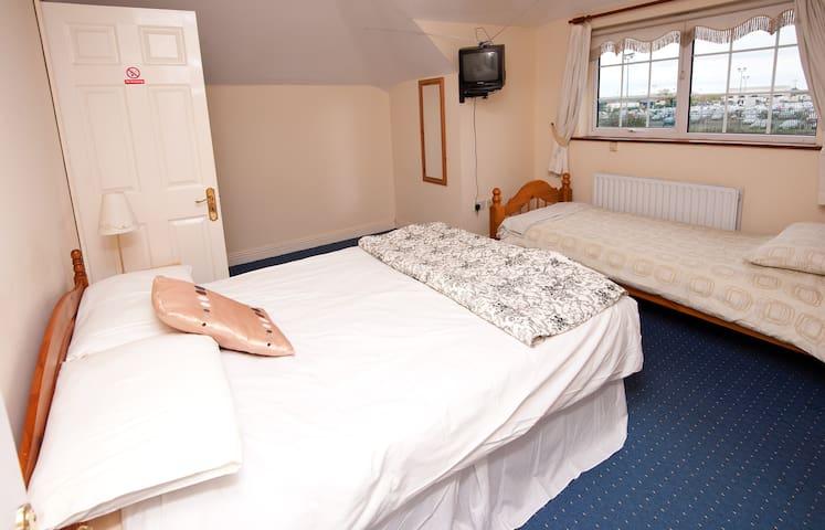 Cloghranguesthouse B&B, Triple Room - Swords - Bed & Breakfast
