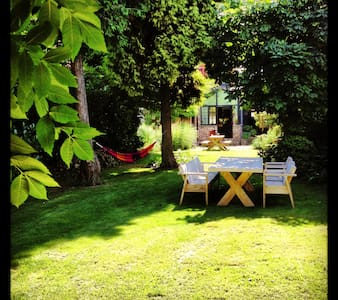 Cosy house big garden (sleeps 10) deals in  july! - House