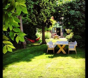 Cosy house big garden (sleeps 10) deals in  july! - Dom