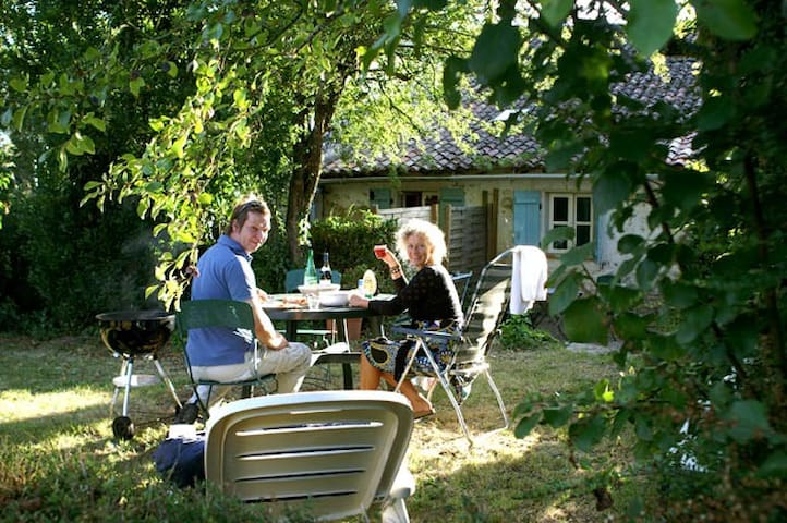 Self-catering studio / French Farm - Sepvret - Huoneisto