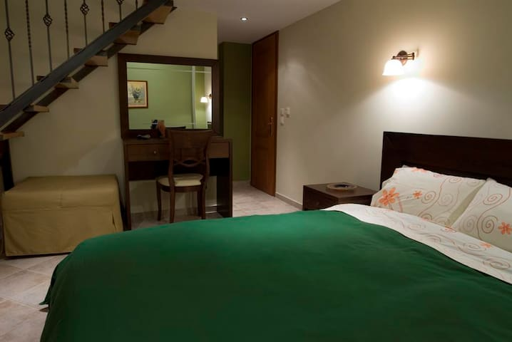 Family Room/Traditional Guesthouse - Goumenissa - Bed & Breakfast