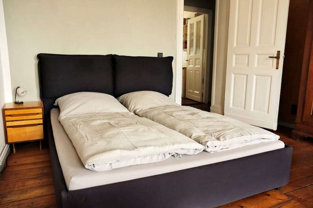 Comfortable double bed 160x200