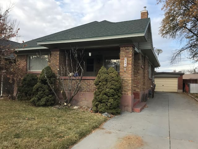 Cozy Bungalow right in the heart of downtown Logan