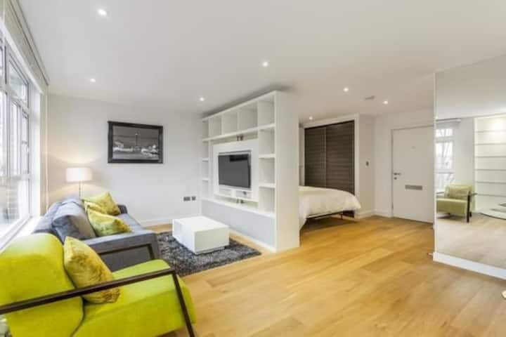 Beautiful modern studio, Blackheath village