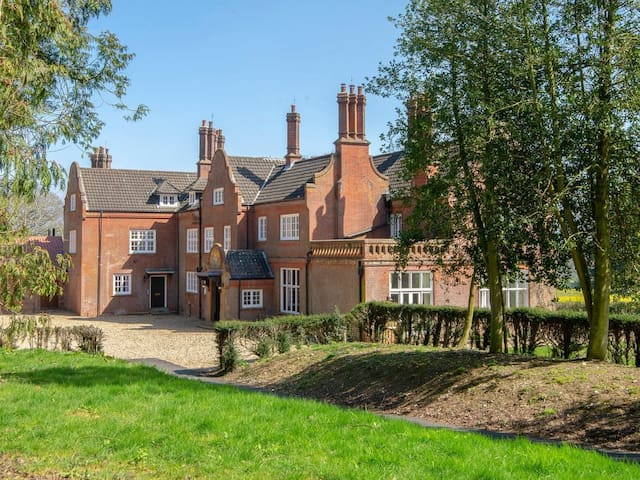 Upper Wing, Gresham Hall (UK10640)