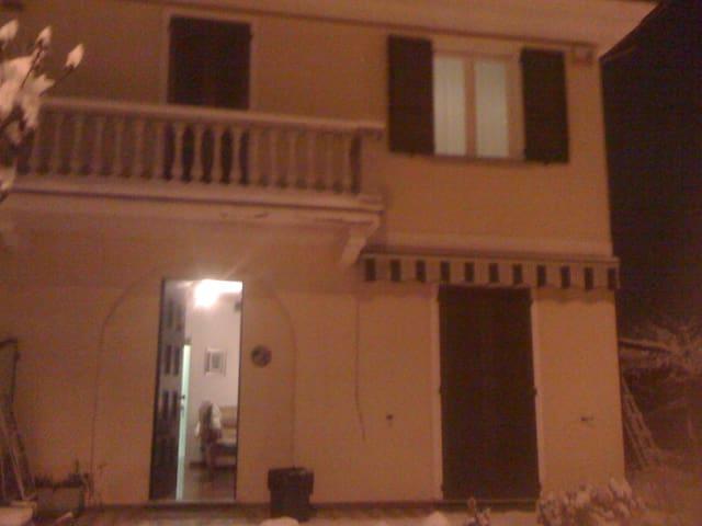 stanza singola o doppia in villetta - Albuzzano - Casa
