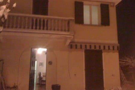 stanza singola o doppia in villetta - Albuzzano - Dom