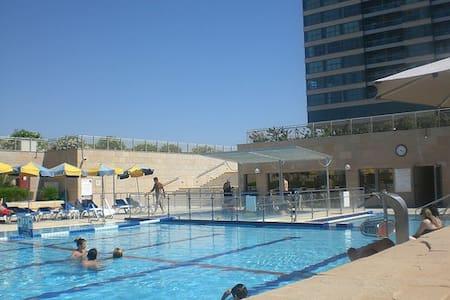 Okeanos Herzliya- Sea view Flat - Herzliyya
