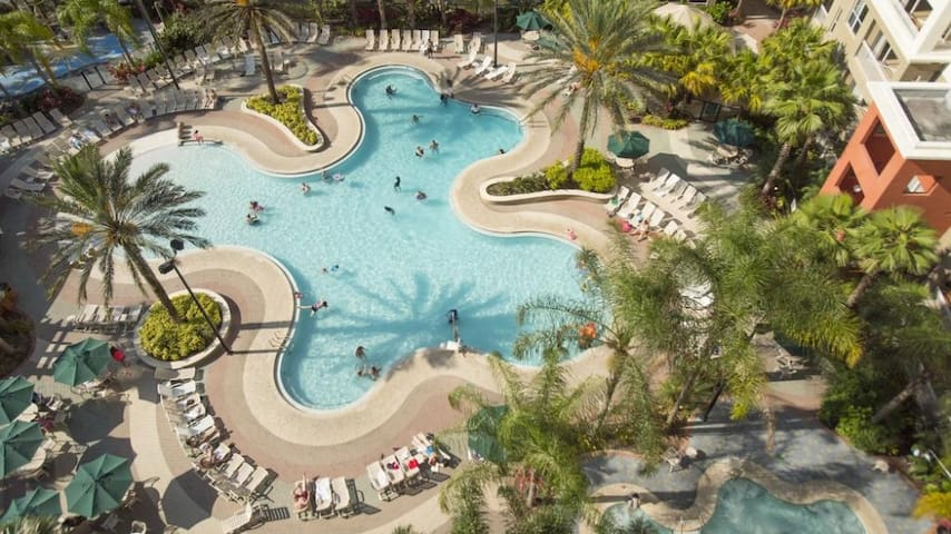 Theme Parks Paradise: 1BR Getaway for a Family