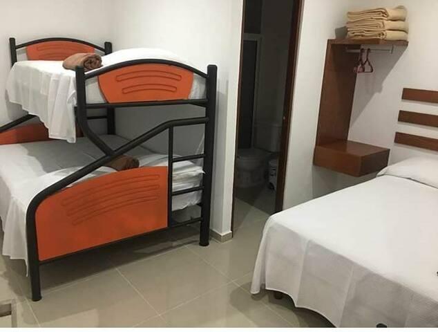 Habitaciones muy cómodas para 5 personas en 650MEX