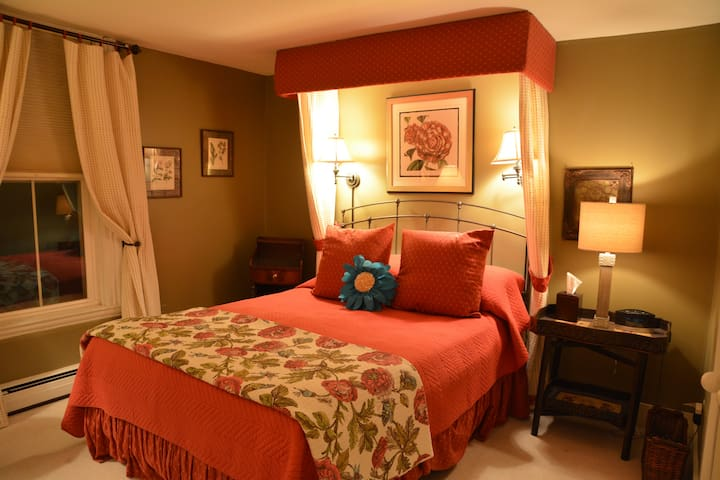 Rose Room - Magnolia Place Bed & Breakfast