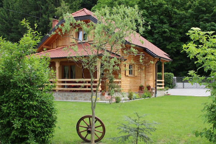 Drvena Hižica/Wooden House - Tuheljske Toplice - Chalé