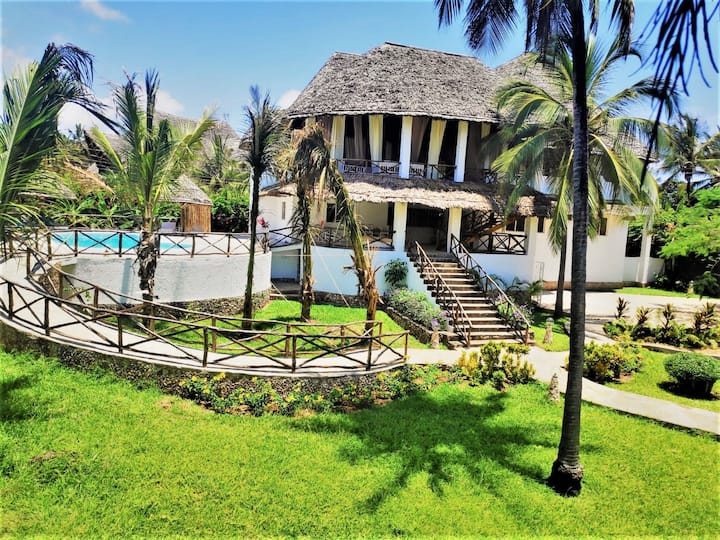 Villa house in watamu with pool