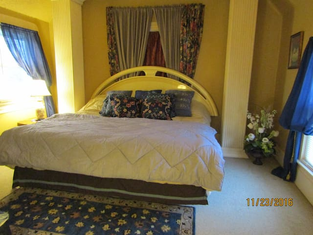 PRIVATE ROOM---15 Minutes from Cleveland Airport-U - Strongsville - Dom