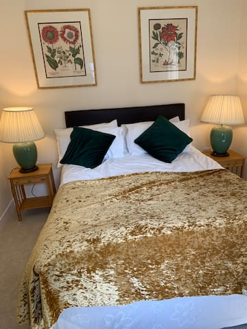 Newly Renovated Ensuite Beckford Room