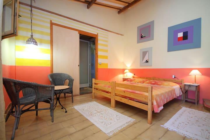 stanza privata , veranda e giardino - Sant' Antioco
