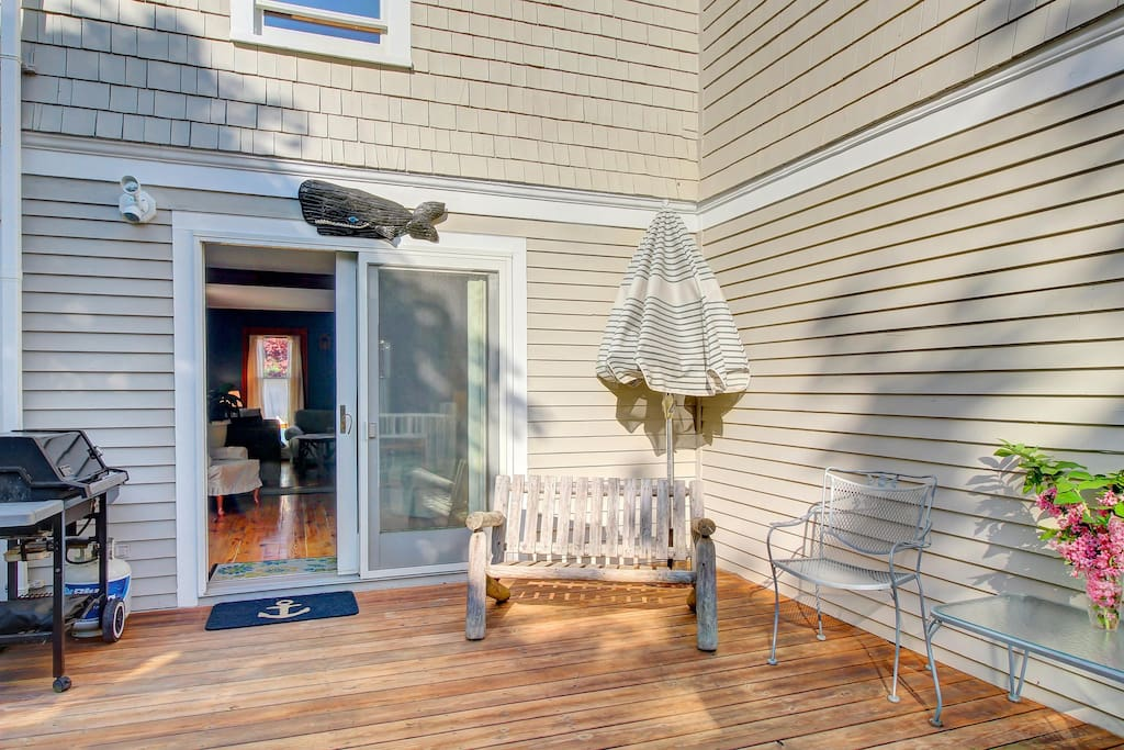 Classic and dog friendly house w grassy yard near area for Classic sliders yard house