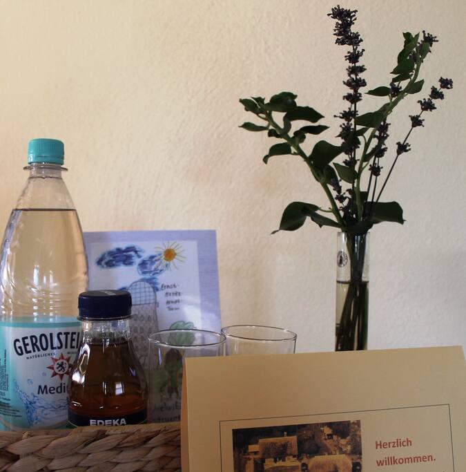 Ein kostenloses Getränk zur Begrüßung der Gäste.