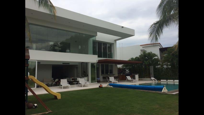 El tigre 5 bedrooms + + best house