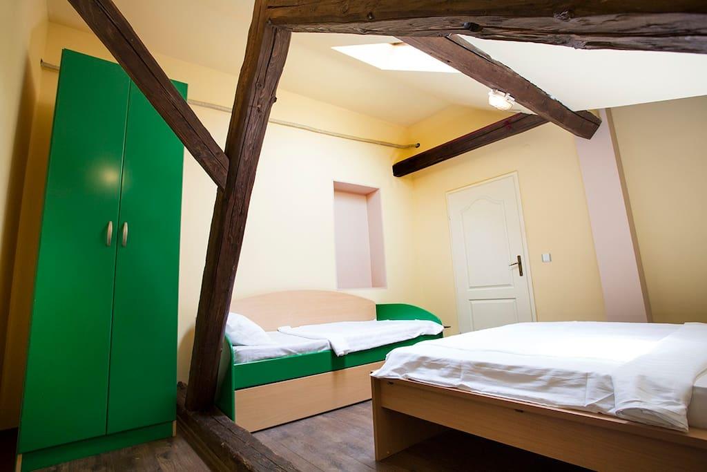 Spavaca soba sa 4 lezaja