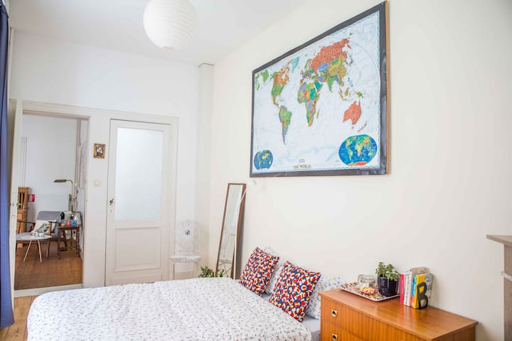Charming room & private bathroom with loving cats