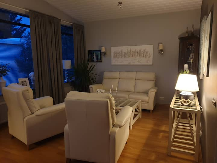 Beautiful family home 15-20 min from city center