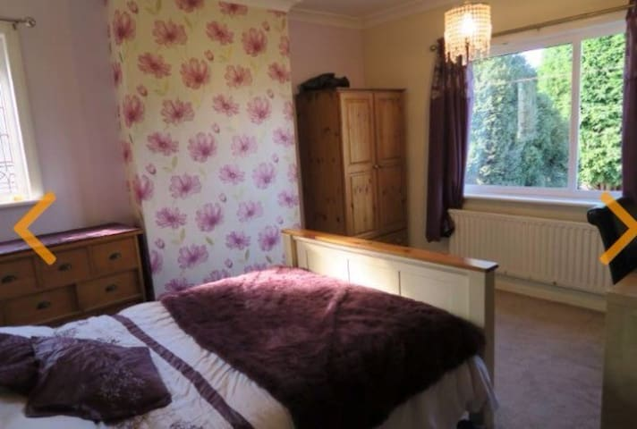 Beautiful double room. With desk - Penwortham - Pis