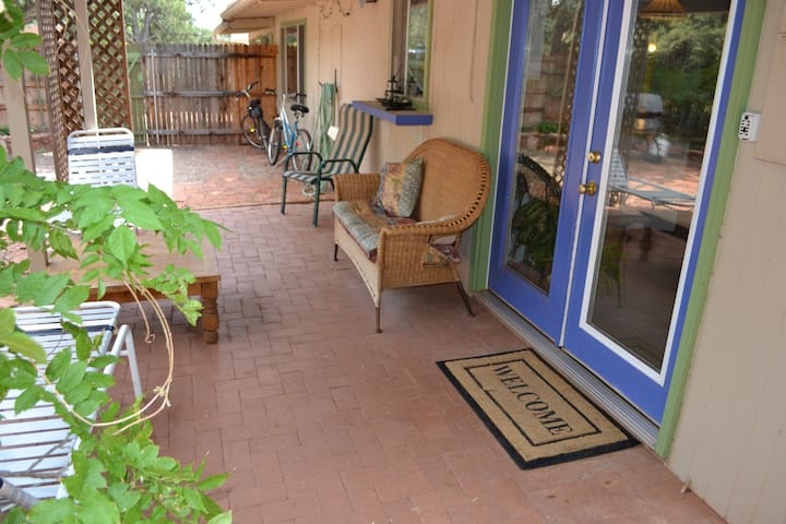 Comfortable, Tranquil Red Rock Stay