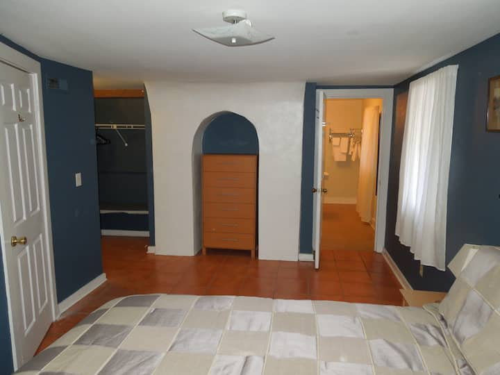 Downtown Cozy 1bd near MUSC 109-B Cannon - Apartments for ...