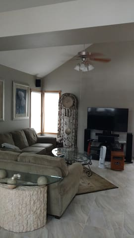 Beautiful Home, 3 bdrm solo or group stays welcome - Westminster - House