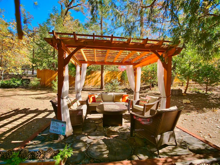Peaceful Pines with Spa and Fire Pit!
