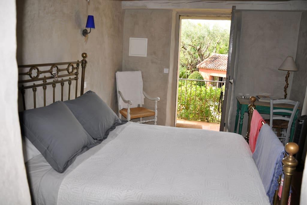 Blue room. En-suite bathroom. EUR 120/night.