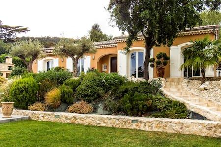 Fabulous property surrounded by vineyards - Saint-Jean-de-Muzols - Villa