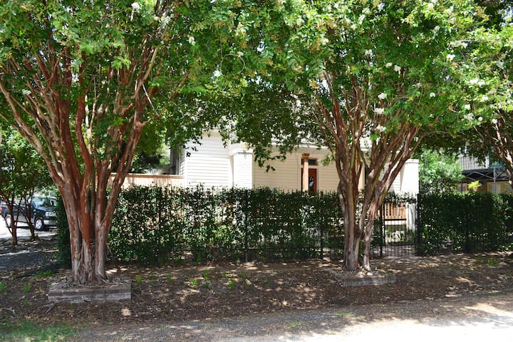 Lovely Privacy In Heights Cottage! - Houston - House
