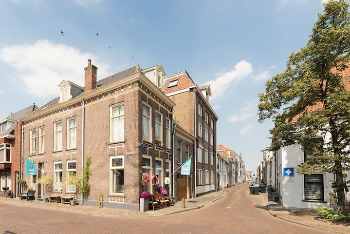 Hartje Centrum Kampen kamer de Schoener +WC/Douche