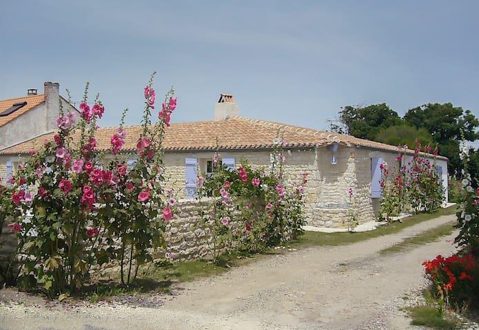 Ile d'Oléron, maison individuelle, village calme.