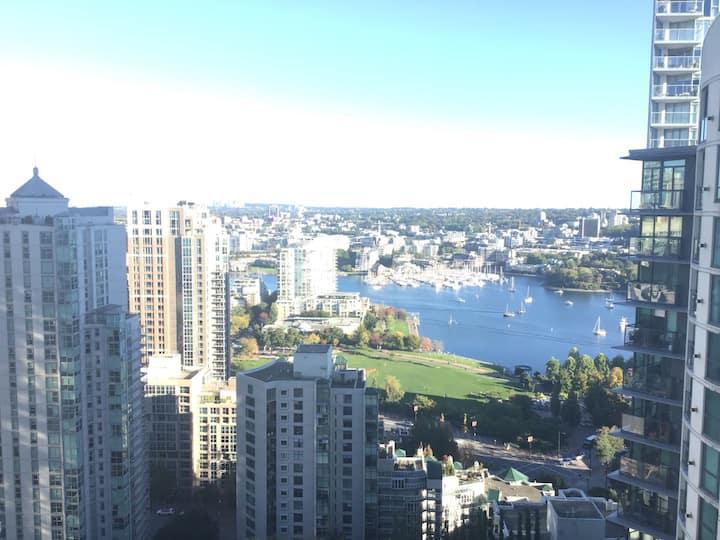 Luxurious Yaletown apartment gorgeous water view