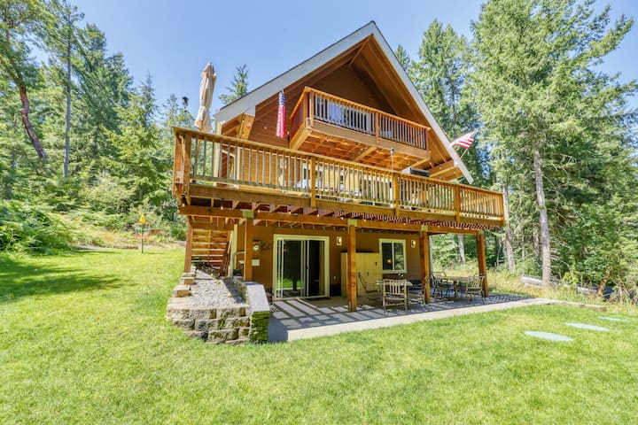 Family & dog-friendly home w/ game room, full kitchen, gas grill & wood stove