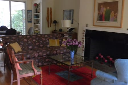 QueenSize Bedroom with private bath - Providence - Bed & Breakfast