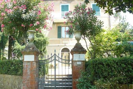 Villa ottocentesca tra gli ulivi  - Romito Magra