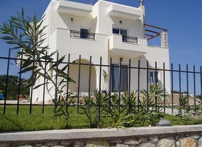Wonderful Villa in Psinthos!!! - Rodi - Casa