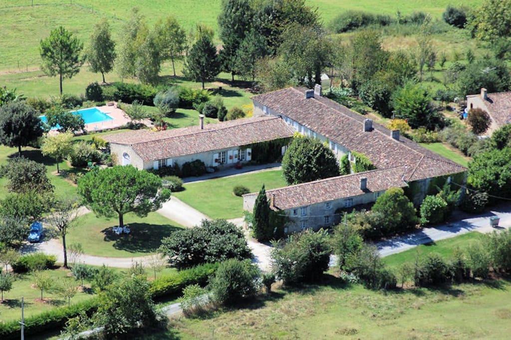 Vue du ciel Manoir de Gaboria Chambres d'hôtes et gîtes proche Bordeaux