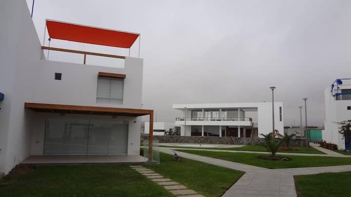 Bella Casa de Playa en Condominio Familiar